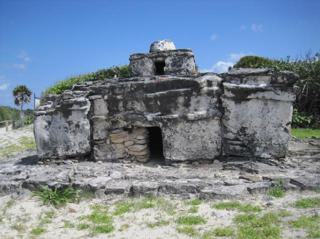 El Caracol, Parque Punta Sur, Cozumel. Spot the iguanas