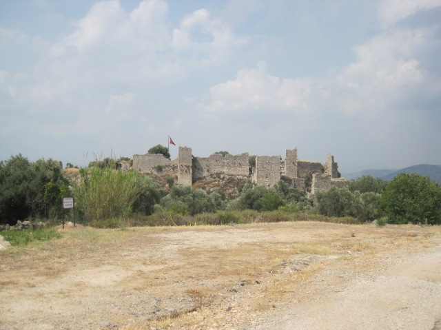 The hilltop castle at Beçin