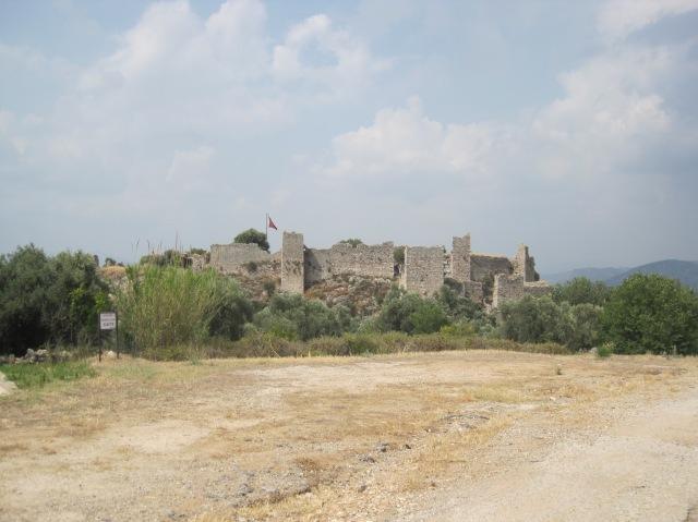 The hilltop castle at Beçin
