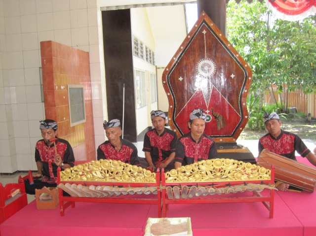 Musical reception committee at the museum on Lombok