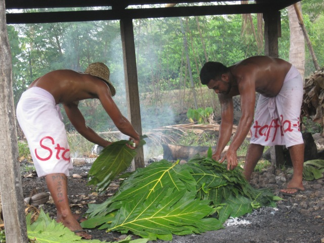 Preparing the umu feast, Va-i-Moana